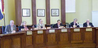 The Fayetteville City Council hears a presentation. Photo/Ben Nelms.