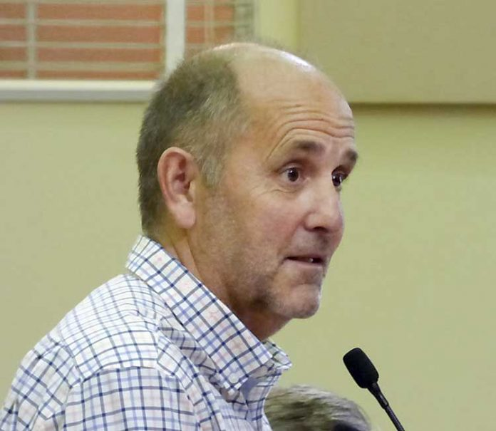Pinewood Forest President Rob Parker speaks to the Fayetteville Council. Photo/Ben Nelms.