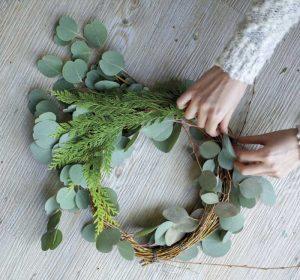 making-wreath
