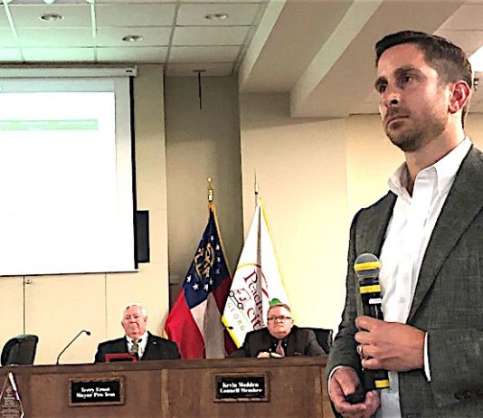 Jason Pace, principal in Pace Lynch Corp. of Peachtree City, makes the presentation of the Calistoa plan to City Council May 16. Photo/Cal Beverly.