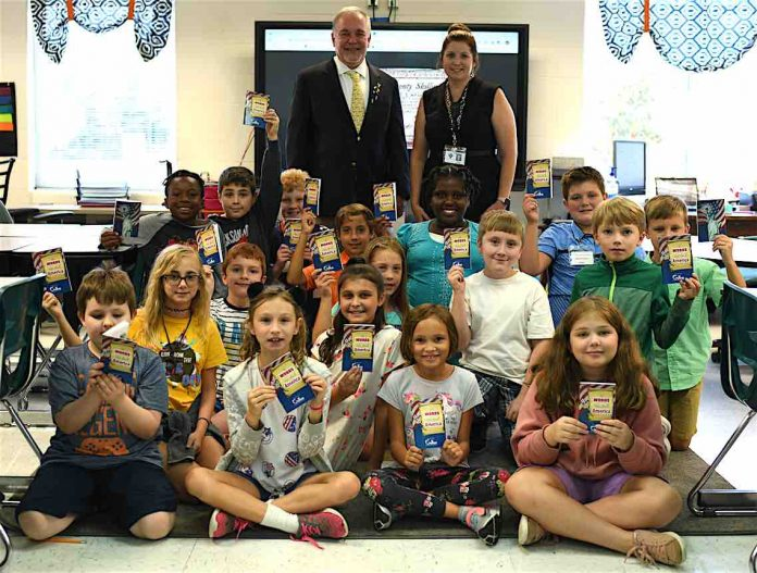 Ga. School Superintendent Richard Woods celebrates Constitution Day with teacher Karrie Palmer and students at Crabapple Lane Elementary. Photo/Fayette County School System.
