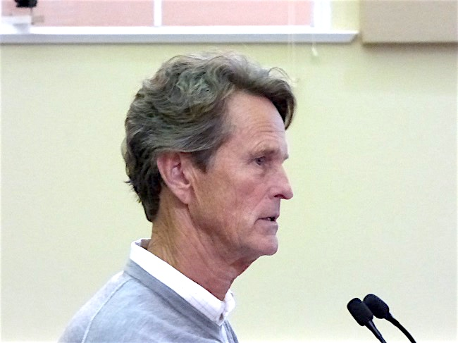 David Knight at Fayetteville Planning and Zoning Commission meeting. Photo/Ben Nelms.